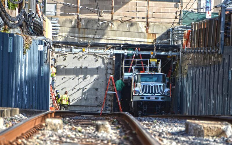 Crews install the new flood door at Fenway Portal (November 2020)