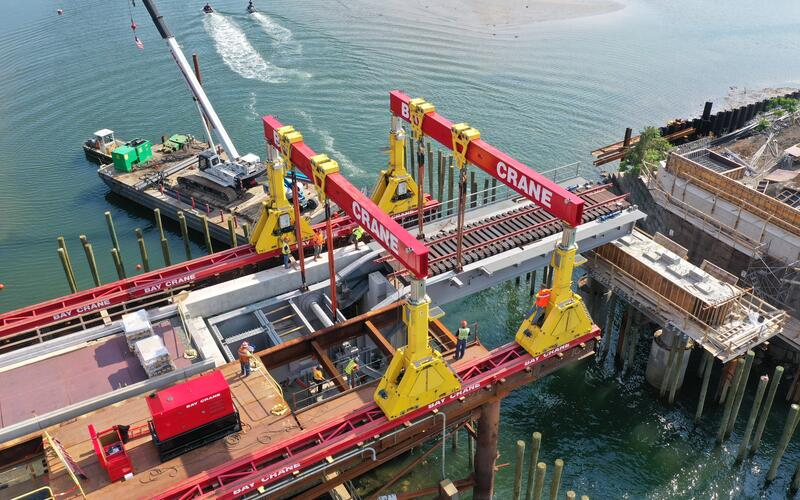 Lowering bascule span into place