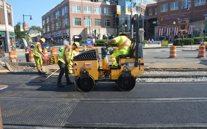 Crews pave Tremont intersection